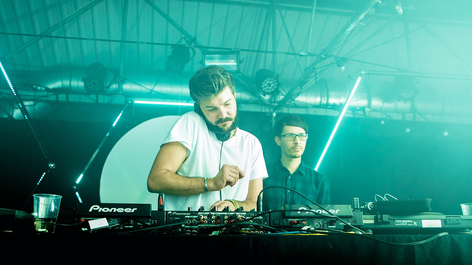 Zoo with Illyus & Barrientos! FREE ENTRY BEFORE MIDNIGHT